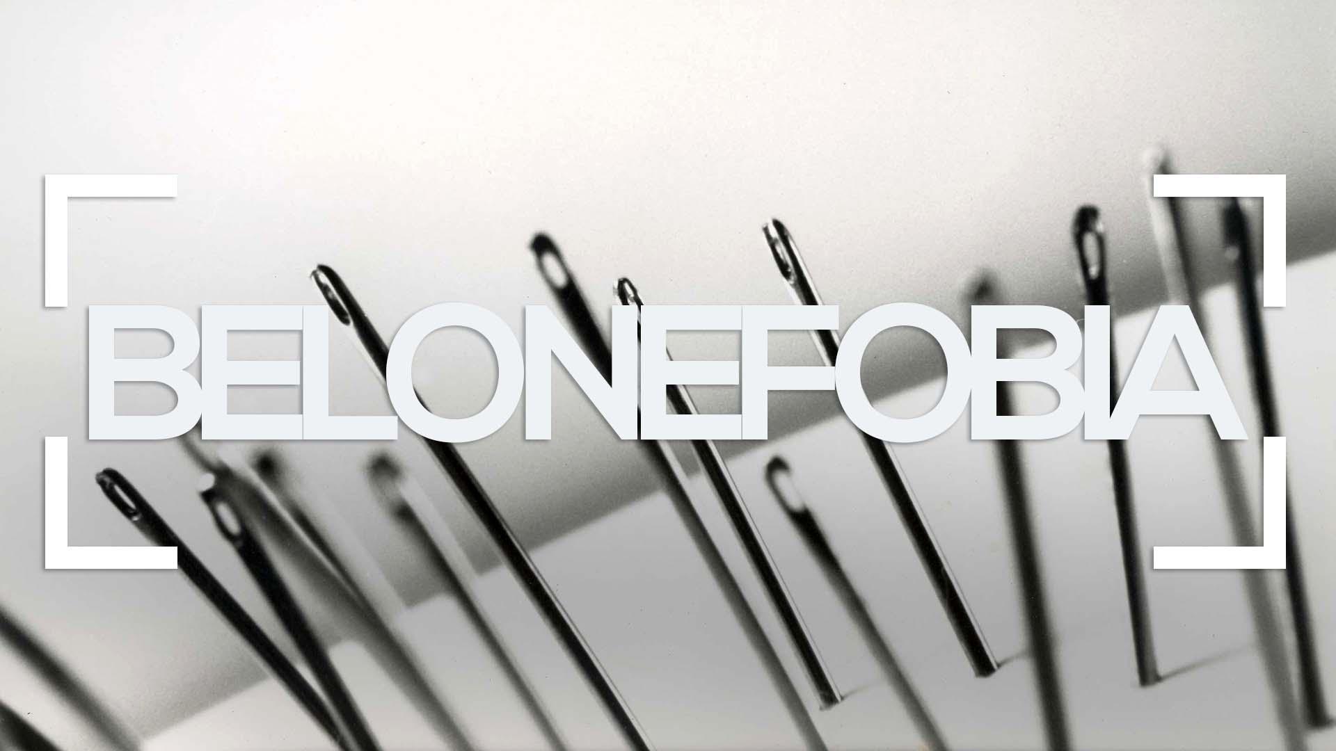 Se muestran agujas clavadas sobre una superficie y la palabra belonefobia